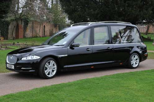Modern funeral hearse hire